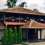 Mustang restaurant exterior