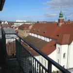 Blick vom Hotelbalkon auf die Nachbarhäuser 2