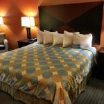 Photo de Days Inn & Suites Russellville