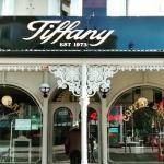 Photo de Tiffany Cafe Bar
