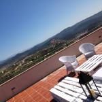 Terraza del hotel con vistas al castillo de Cardona