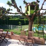 Terrasse avec accès à la piscine