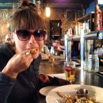 Just getting right into some tasty sriracha-ranch wings... sooooo goooood! <3