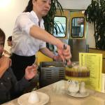 山積み飲茶がワゴンで回ってきます。 めちゃめちゃ混んでいます。中国人、韓国人 ローカルのお客さんも多くて大変な活気でした。どれも本当においしくて量も多く大満足でした。店員さんのベビーに対する配