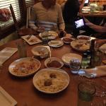 Toda la comida que pedimos a medias. Los flatbreads ya estaban liquidados y nos quedaba aún la p