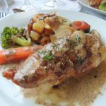 saltimboca de poulet farci au foie gras...pdt et ses petits légumes..