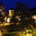 Wenn es Nacht wird, am Karlsplatz in Eisenach vor dem Steigenberger Hotel Thüringer Hof