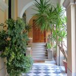 The beautiful entrance door.