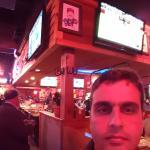 dentro do bar