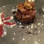 Solomillo de ternera al foie y de postre un Aire de espuma valenciana con esencia helada de chuf