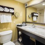 Photo de Holiday Inn Express Castro Valley - East Bay