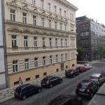 Very quiet street - photo taken 8.30am
