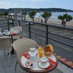 petit déjeuner en terrasse face océan