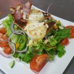 Salade de chèvre chaud,, profiteroles