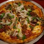 Pizza à peine sorti du four au feu de bois...