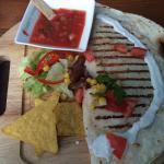 Great quesadilla Good cheeseburger Awesome nachos con salsa