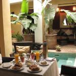 Desayuno en el lobby