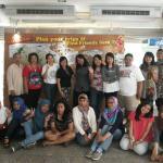 foto di depan lobby hostel bersama grup arisan traveling :)