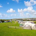 Large camping feild with electric hook-ups available