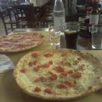 Pizza pomodorini e pizza prosciutto crudo