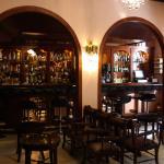 Hall d'entrée avec le bar, un lieu de détente agréable et spacieux ou il fait bon prendre son te