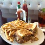 Roast Beef De Light - Great sandwich and fries with a raspberry tea.