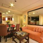 Large Living and Dining Areas that give you privacy even with visitors in your suite.