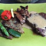 Filet de bœuf sauce foie gras et ses petits légumes