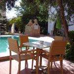 Installations très agréables autour de la piscine