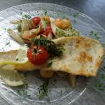 Zanderfilet mit Spargel-Melone-Avocado-Salat
