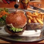 Crumble fraise rhubarbe et burger du chef