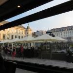 Blick aus dem Restaurant auf die Terrasse am Wapenplein