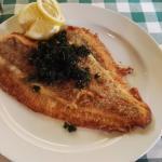 En Smørstegt Vesterhavsrødspætte - Kaldt en Skaubo, en kæmpe lækker fiskefilet som er fløjet ind