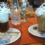 Cafés deliciosos e atendimento muito bom, ambiente aconchegante!