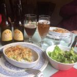 Crumble courgette chou fleur et bière locale les ursulines+plus salade locale aux herbes du jard