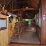 salle pdj déjeuner et dîner, terrasse et piscine avec bar