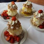 """""""Köhler Liesel"""" und Windbeutel mit frischen Erdbeeren"""