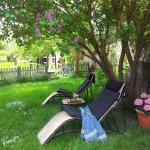 Zona de descanso en el jardín.