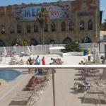 Blick auf den Pool-Bereich und Megapark