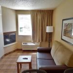 1 Bedroom Suite - 1 Queen Bed