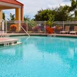 Cool off from the Orlando heat in our outdoor swimming pool