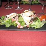 Salade au chêvre chaud