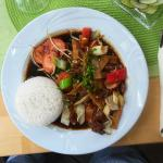 Rindfleisch mit Gemüsen in Sojasauce, scharf, Reis (6,50 €)