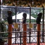 早餐用餐的地方有許多藝術的擺設和裝飾品, 讓人賞心悅目