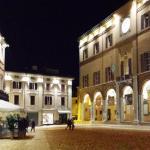 Centro storico di Cesena: suggestiva illuminata di sera.