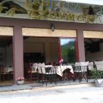Μια καταπληκτική Ταβέρνα στα Τζουμέρκα με καταπράσινη θέα,με νόστιμα πιάτα και άριστη φιλοξενία.