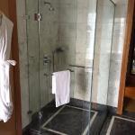 Photo de The Ritz-Carlton Jakarta, Mega Kuningan