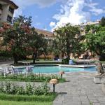 Jardines y piscina del Hotel Yak & Yeti