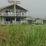 Foto de Waves Oceanfront Resort