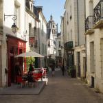 Loches - rue du Château - terrasse del'Entract et clocher